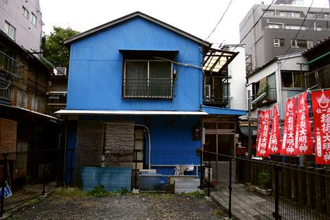 青い家.JPG