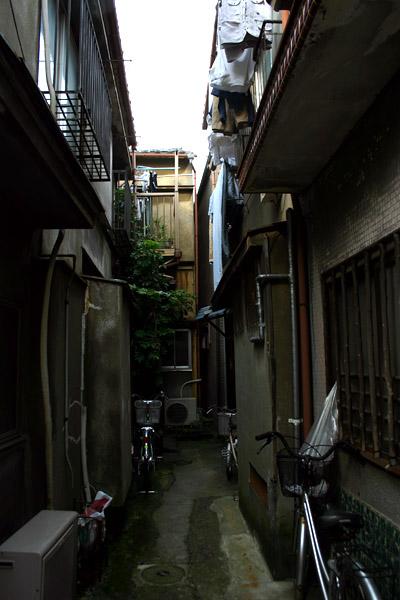 鳩の街の路地.jpg