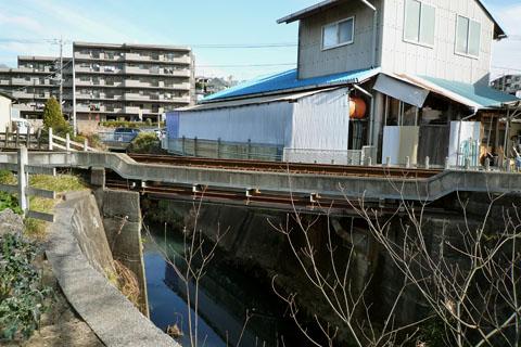 5.奈良川を跨ぐコンクリート橋.jpg